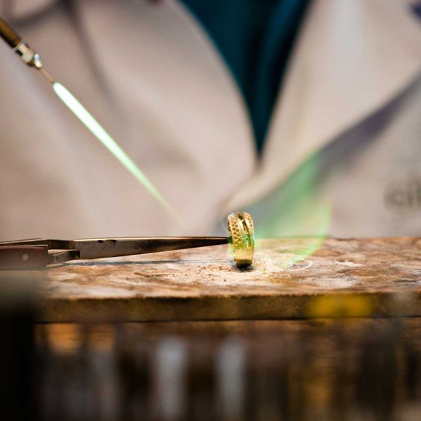 Manufaktur Giloy: Goldschmiede bei der Arbeit